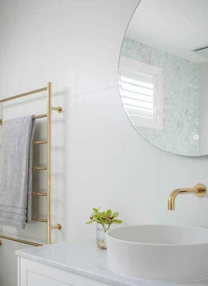 Как придать ванной стильности дизайнерскими полотенцесушителями